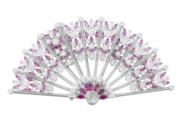 04_Van-Cleef-%26-Arpels_Eventail-decor-clip_Le-Bal-du-Siecle_BD.jpg