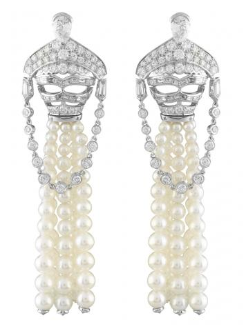 04_Van-Cleef-%26-Arpels_Loup-Diamants-decor-earrings_Le-Bal-du-Palais-d_Hiver_BD.jpg