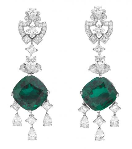 05_Van-Cleef-%26-Arpels_Princesse-Cygne-earrings_Le-Bal-du-Palais-d_Hiver_BD.jpg