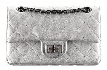 A37584-Silver_metallized_leather_bag_with_a_Mademoiselle_lock_Sac_argent_en_cuir_mtallis_avec_fermoir_Mademoiselle_3738.jpg