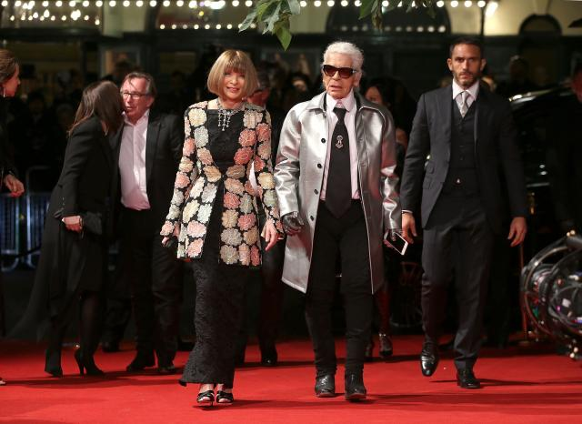 Anna_Wintour_OBE_%26_Karl_Lagerfeld_attend_the_British_Fashion_Awards_2015%2C_in_partnership_with_Swarovski_%28Mike_Marsland%2C_British_Fashion_Council%29%282%29.JPG