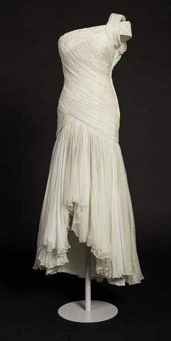 Diana_17_Gina_Fratini_for_Hartnell_white_silk_chiffon_gown.jpg