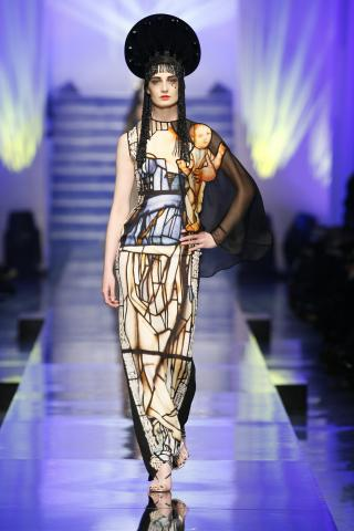 JPG_b_2014_12._Jean_Paul_Gaultier%2C_Virgins_collection%2C_Lumiere_Gown.jpg