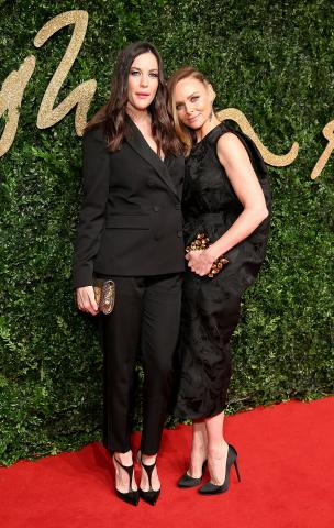 Liv_Tyler_%26_Stella_McCartney_OBE_attend_the_British_Fashion_Awards_2015%2C_in_partnership_with_Swarovski_%28Mike_Marsland%2C_British_Fashion_Council%29.JPG