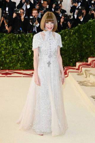 Met_2018_getty_images_Anna_Wintour_Cardinal_Chanel.jpg