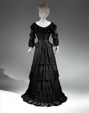 The_Met_2014_3._Mourning_Dress%2C_1902-1904.jpg