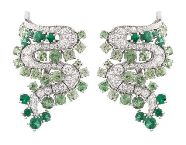 Van_Cleef_%26_Arpels_-_Les_Voyages_Extraordinaires_-_Nil_Blanc_earrings.jpg